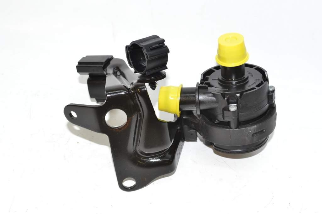 vw golf 7 sportsvan 14 wasserpumpe pumpe zusatzpumpe bosch mit halterung ebay. Black Bedroom Furniture Sets. Home Design Ideas