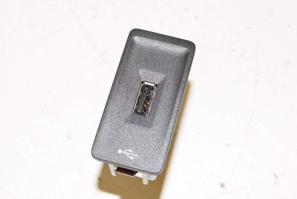 VW Golf 7 Var 14- Plug USB jack External audio ports